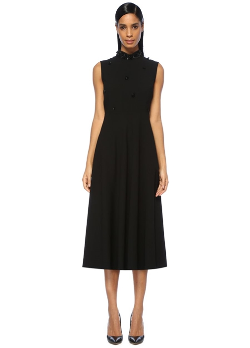 Siyah Dik Yaka İşlemeli Midi Evaze Elbise